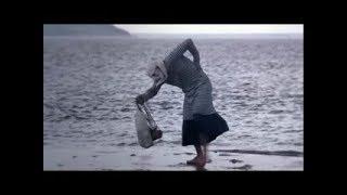 Бабка прыгает по воде! Угар