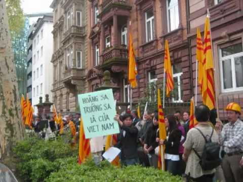30.04.2010 Demo in Frankfurt am Main gegen das vietnamesisch kommunistische Regime