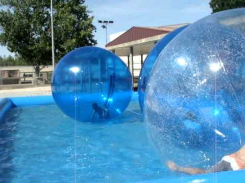 Bolas hinchables para piscina youtube for Piscinas bolas