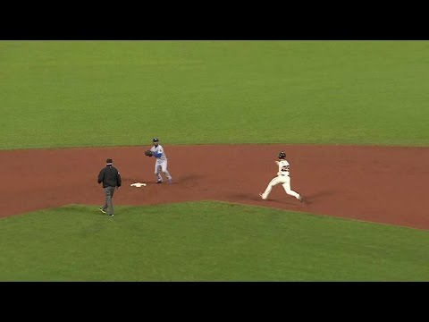 LAD@SF: Howell gets double play to send game to 12th