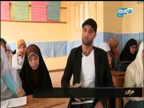 أخر النهار - محمد رجب مدرس من ذوي الأحتياجات الخاصة يقهر الظروف بتعامل خاص مع الطالبات