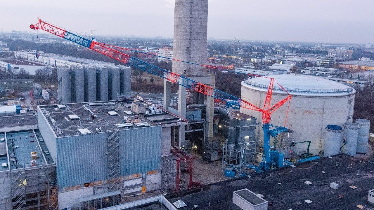 Demag AC 500-8 hebt Ersatzkamin in Heizkraftwerk Freimann ein