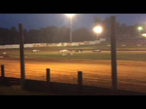 4-27-17 Bomber Heat Race 4 at Lincoln Park Speedway