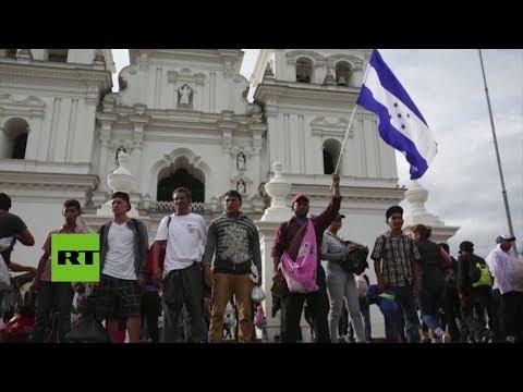 La caravana de migrantes hondureños crece en su travesía hacia el norte