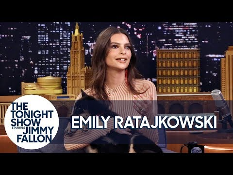 See Emily Ratajkowski With the Cutest Puppy Alive!