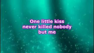 Baixar Dallas Smith - One Little Kiss (Lyrics)