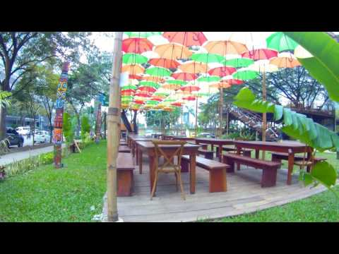 IT PARK:  FOOD, DRINK AND ENTERTAINMENT, CEBU CITY, PHILIPPINES