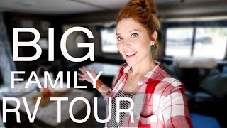 Gambar cover BIG FAMILY RV TOUR   9 People Living in an RV