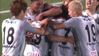 FKにジウシーニョ (福岡)が頭で飛び込み、前半ラストプレーで先制点を...