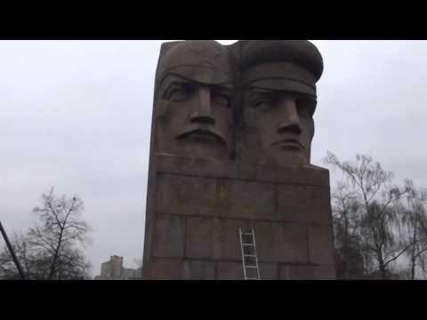 Разрушение памятника Чекистам в Киеве