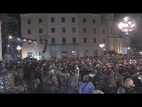 Capodanno in piazza a Catanzaro:  pienone di giovani al concertone