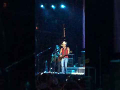"""Kenny Chesney """"Anything But Mine"""" live at Busch Stadium 7/21/18"""