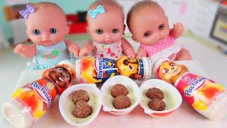 Куклы Пупсики кушают йогурты с мультиком Щенячий патруль и открывают сюрпризы Киндер Джой/Зырики ТВ