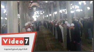 رغم منع الأوقاف.. حلقة ذكر جماعية داخل مسجد الحسين