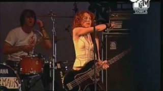 Melissa Auf Der Maur - Real A Lie live At Lowlands Festival 08/21/04