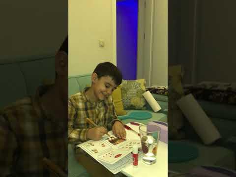 Ahmet Faruk ders çalışırken.