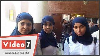 بالفيديو..طالبات فى مقابر عبد الحليم حافظ بذكرى رحيله: الله يرحمك يا عندليب