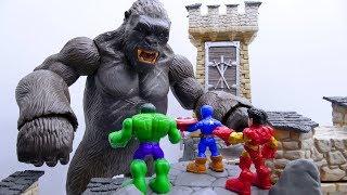 Power Rangers & Marvel Avengers Toys Pretend Play | Superhero vs KING KONG in Castle