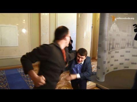 Нардеп Егор Соболев возле палаточного городка под Радой ударил мужчину, которого посчитал провокатором - Цензор.НЕТ 9048