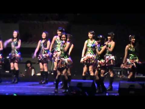 Hikoukigumo (Jejak Awan Pesawat) JKT48 GOR UNY 2013