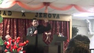 """Angel Galarza predicando """"Le sirve a Dios o al diablo"""""""