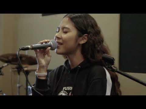 NADIN AMIZAH - Rumpang Live At #TERBANGPAGI