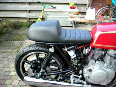 yamaha xs400 2a2 caferacer with dunstall silencers youtube. Black Bedroom Furniture Sets. Home Design Ideas