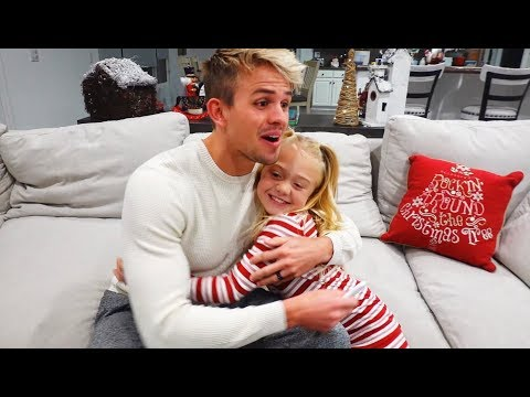 savannah-and-6-year-old-everleigh-surprise-daddy-with-pregnancy-announcement!!!
