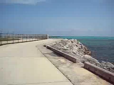 下地島の海が見える道路を自転車で爆走!(東側)