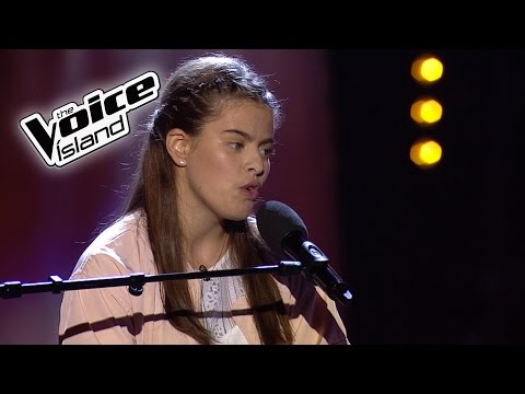 Iva Marín Adricehm - Wuthering Heigts | The Voice Iceland 2016 | The Blind Auditions