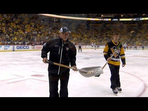 Nashville Predators fan throws catfish onto ice in Game 1