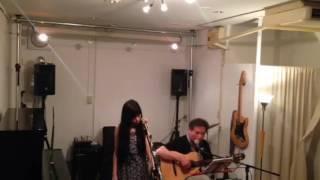 2016年 6月3日 Galerie Tziganeにて。 vocal:澁澤メルモ guitar: Azul.