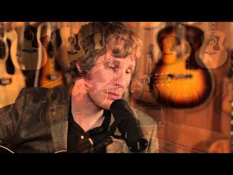 Scott Matthews Performs 'Elsewhere' in the Guild Lounge