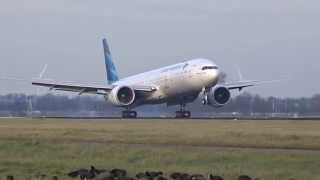Garuda Indonesia - Boeing 777-300 ER - Perfect quick landing at AMS (PK-GIA)