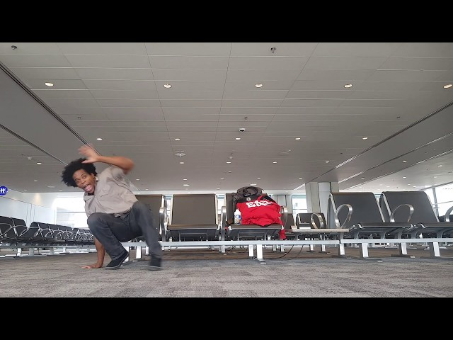 Capoeira Flow in Airport - Gugu Quilombola