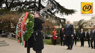 Александр Лукашенко возложил цветы к мемориалу героям, павшим за единство Грузии