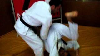 Eduardo Telles ensina você a surpreender seu adversário no início da luta