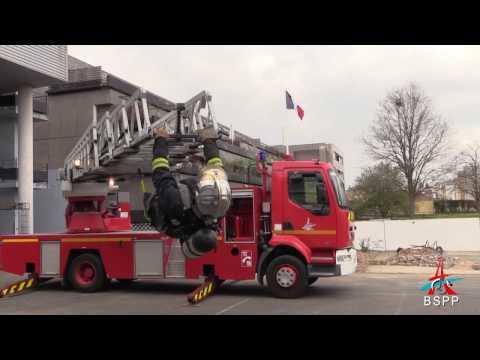Portrait d'un pompier de Paris adepte de street workout