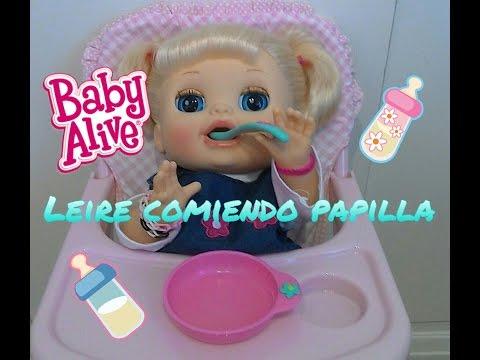Leire comiendo papilla original de Baby Alive