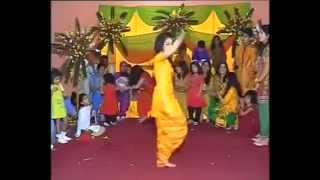 beautiful dasi girl mehndi dance 2013