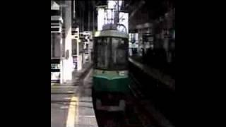 京阪9000系特急 寝屋川市駅通過 thumbnail