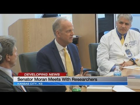 Sen. Jerry Moran meets with University of Kansas Medical Center researchers