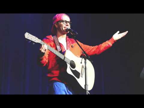 Bobby Bones Sings Netflix Love Song Live At The Ryman