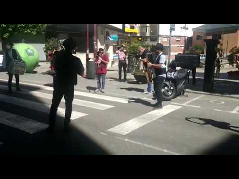 La charanga Taquikardia anima el Día de Santa Rita, la fiesta local de O Barco