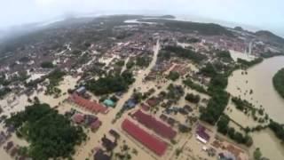 Malaysia floods 2014  Boat rides through Terengganu and Kelantan Thumbnail