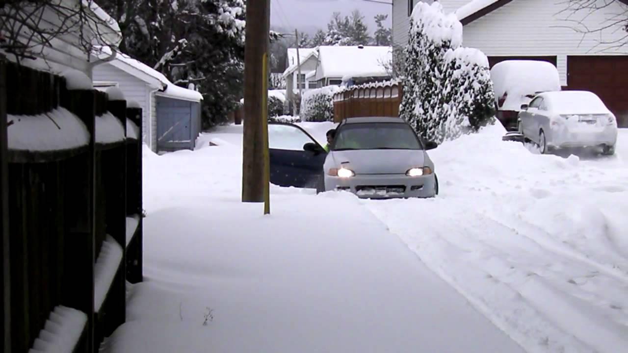 honda stuck in snow [ 1280 x 720 Pixel ]