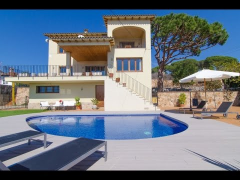 Typical Spanish holiday villa with private pool, sea views  located  in Lloret de Mar