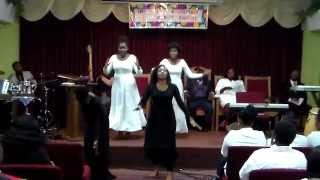 Eglise de Morija. The Youth Praise Dance.... (with Long Life)