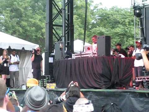 Flying Lotus live @ North Coast Music Festival in Chicago (9/5/10) [2nd excerpt]