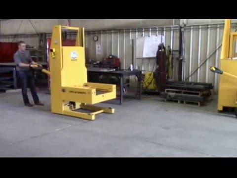 Titan 163502 1500 lb Capacity Die Cart